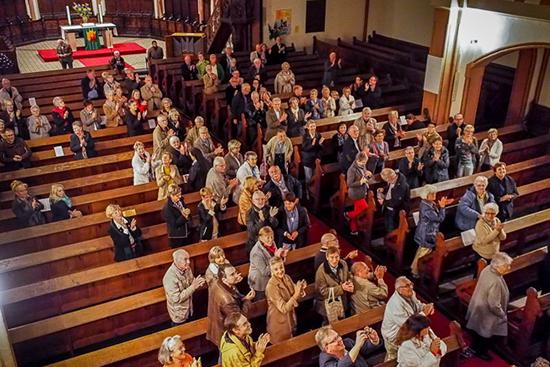 Publikum beim Auftritt von Trumpet meets Organ in Neuwied